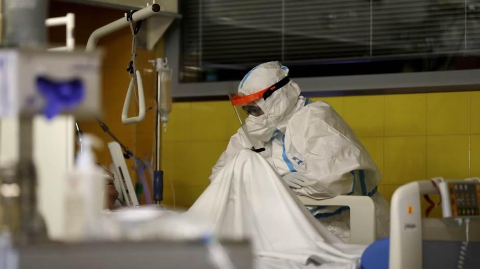 Вкупно хоспитализирани 1296, во ковид-центрите во болниците низ земјава се лекуваат 816 пациенти, во Скопје 480
