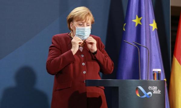 Меркел загрижена од зголемениот број публика на завршните натпревари на ЕУРО2020