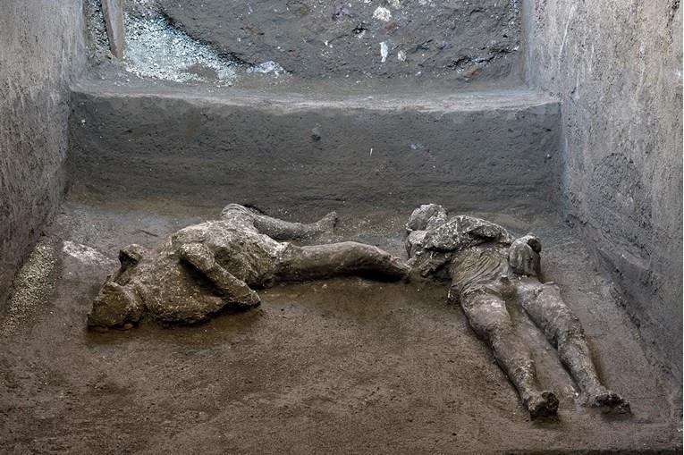 Во Помпеја најдени зачувани тела од загинати во ерупцијата во 79 година