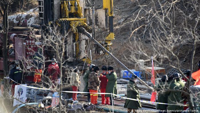 Кина: Спасени 7 од 22 рудари кои се затрупани две недели