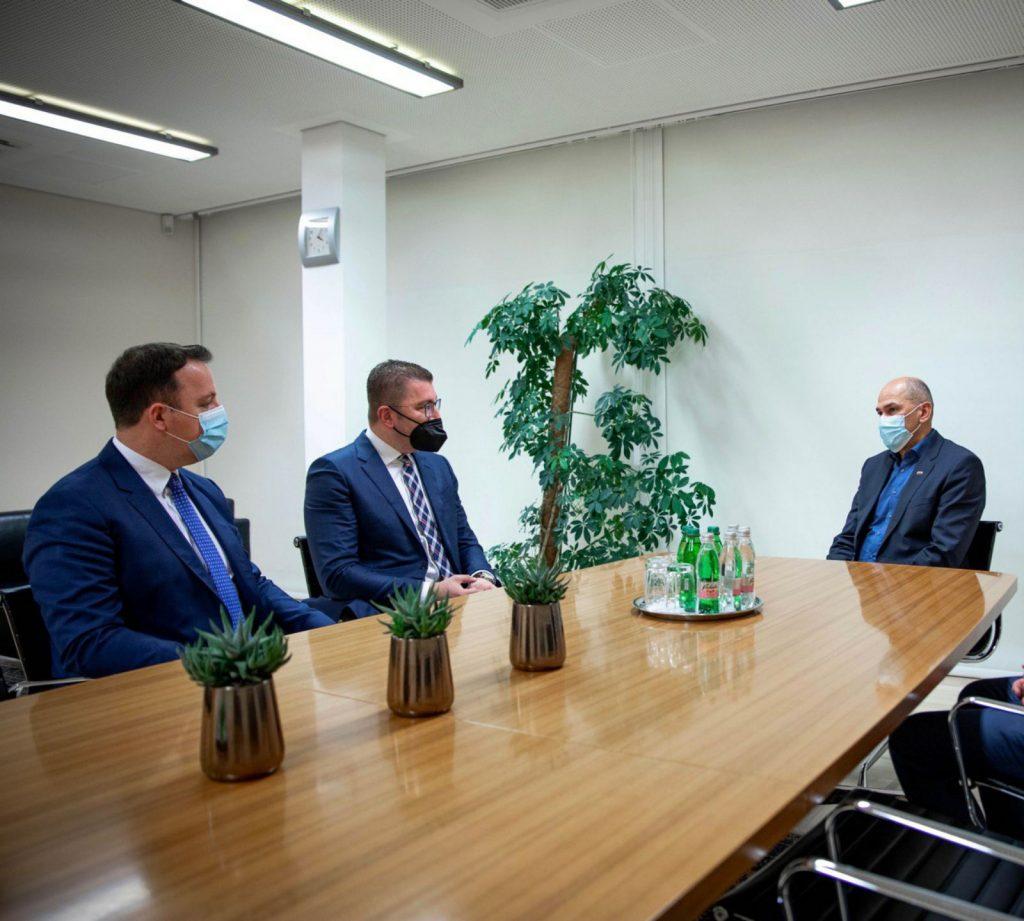Мицкоски по средбата со Јанша: Економијата е девастирана поради неспособноста на Владата, да се следат примери како Словенија