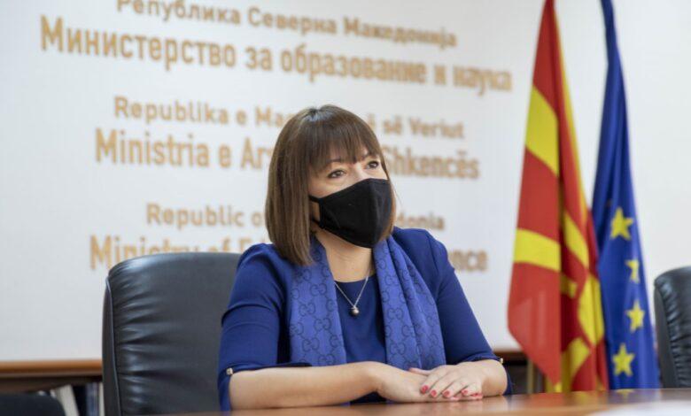 """АЛСАТ: Царовска го прошета шалот """"Гучи"""" од 300 евра на средба со синдикалците"""