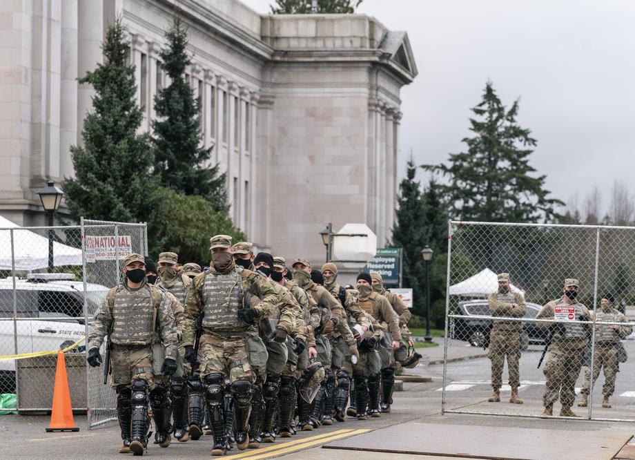 ПОД ОПСАДА: САД со слики како за во војна, а не за церемонија за прогласување нов претседател