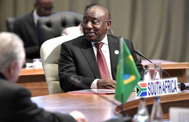 Претседателот на ЈАР, Рамафоза: Богатите земји складираат 4 пати повеќе вакцини отколку што им се потребни