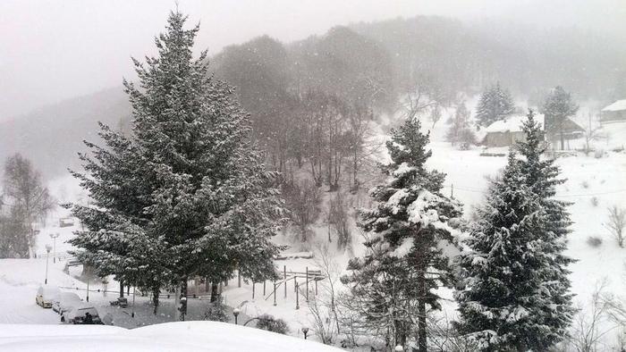 СТУДЕН БРАН: Попладне дожд во Скопје, а снег ќе врне во западните делови од Македонија