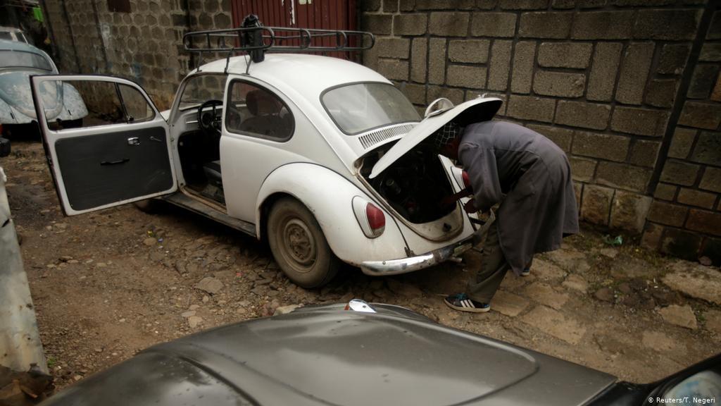 Британските власти ќе плаќаат по 3 000 фунти за Британците да се откажат од возење на стари автомобили