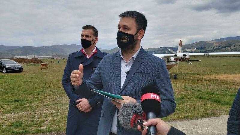 МИНИСТЕРОТ ХОЏА: Летово со авиони ќе ги заштитуваме земјоделските посеви од град