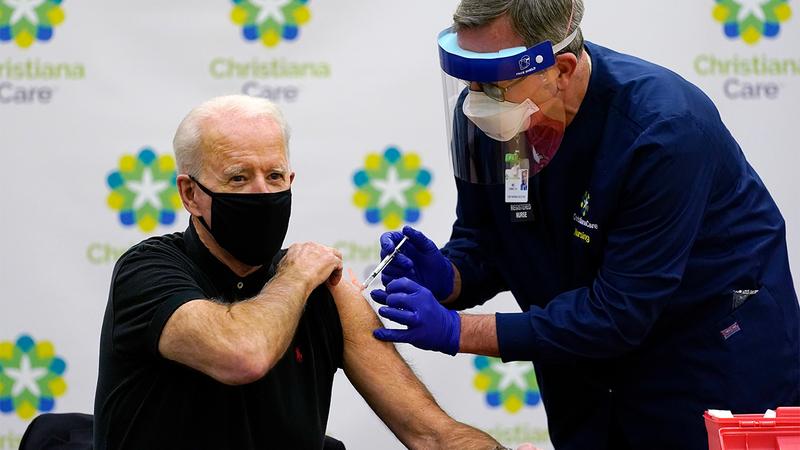 """Бајден: Вакцинацијата во САД не е доведена во прашање по запрената употреба на """"Џонсон и Џонсон"""""""