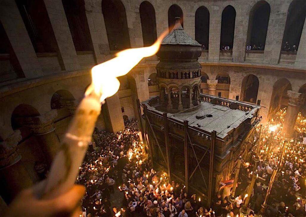 УТРЕ НА ВЕЛИКА САБОТА: Во Македонија ќе пристигне Светиот благодатен оган од Ерусалим