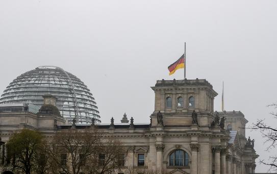 Германија оддава почит на речиси 80.000 починати во пандемијата
