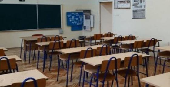 Ковид-19: Од понеделник средношколците и студентите во Република Српска се враќаат во клупите