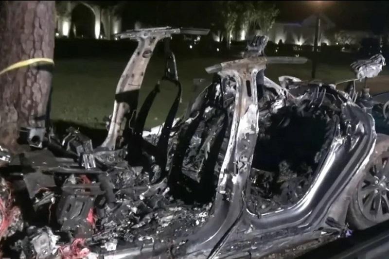 """Во САД: Две лица загинаа во стравична несреќа со самоуправувачка """"Тесла"""" во Хјустон"""