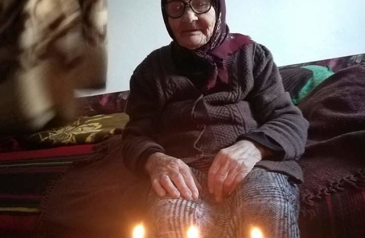 ТОРТА СО 100 СВЕЌИ: Баба Тодорка од Сопот прослави еден век, таа пие какао секој ден, а ракија само за мачакње кога нешто ја боли