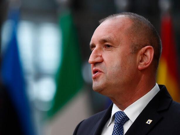 Радев утре ги почнува консултациите за состав на новата бугарска Влада