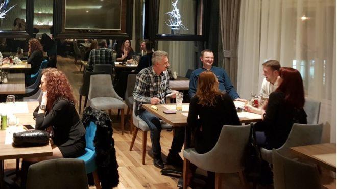 Кризниот штаб реши во Србија од петок да се отворат и кафеаните и рестораните во затворен простор