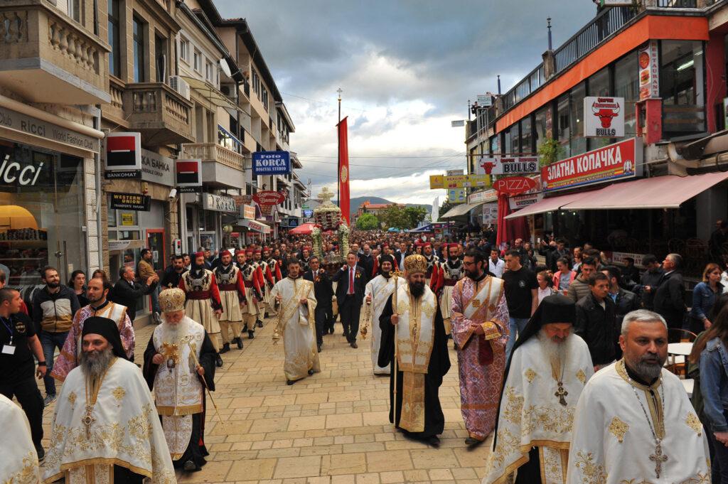 СТРУШКА ЛИТИЈА: Без верници во денешната поворка со моштите на Св. Георгиј Победоносец и чудотворните икони