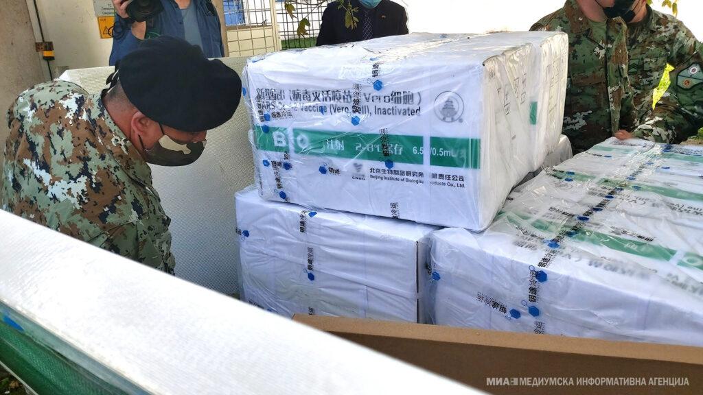 ВАКЦИНАЦИЈА: Со 200.000 кинески вакцини почнува масовната имунизација и се чека скратување на полицискиот час за 120 минути
