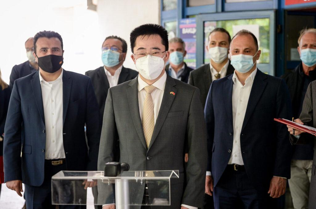 ВАКЦИНАЦИЈА ПРОТИВ КОВИД: Прозападниот Заев доби кинеска доза, денеска ќе се боцне и Филипче