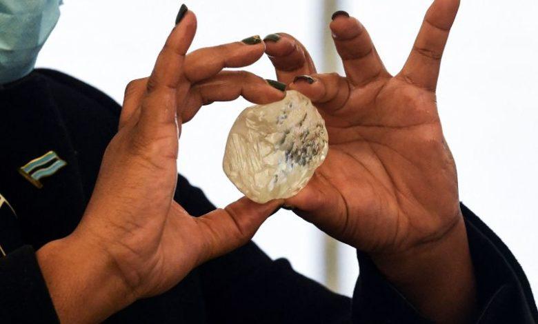 БОГАТСТВОТО НА СИРОМАШНА АФРИКА: Во Боцвана ископан третиот најголем дијамант во светот