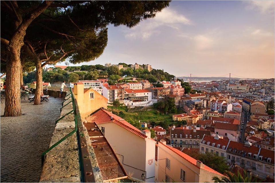 Ни влез ни излез од Лисабон за време на викендот поради зголемен број на заразени со коронавирус