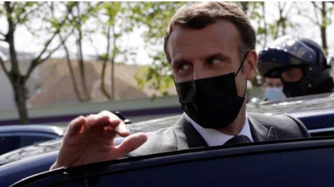 Французинот кој му удри шлаканица на Макрон осуден на четири месеци затвор