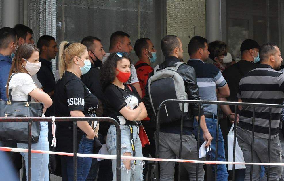 "БУГАРСКИ ""ТРУД"": Одново редица од Македонци за добивање бугарски пасош!"