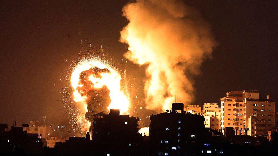 Израел повторно бомбардираше палестински позиции во Газа