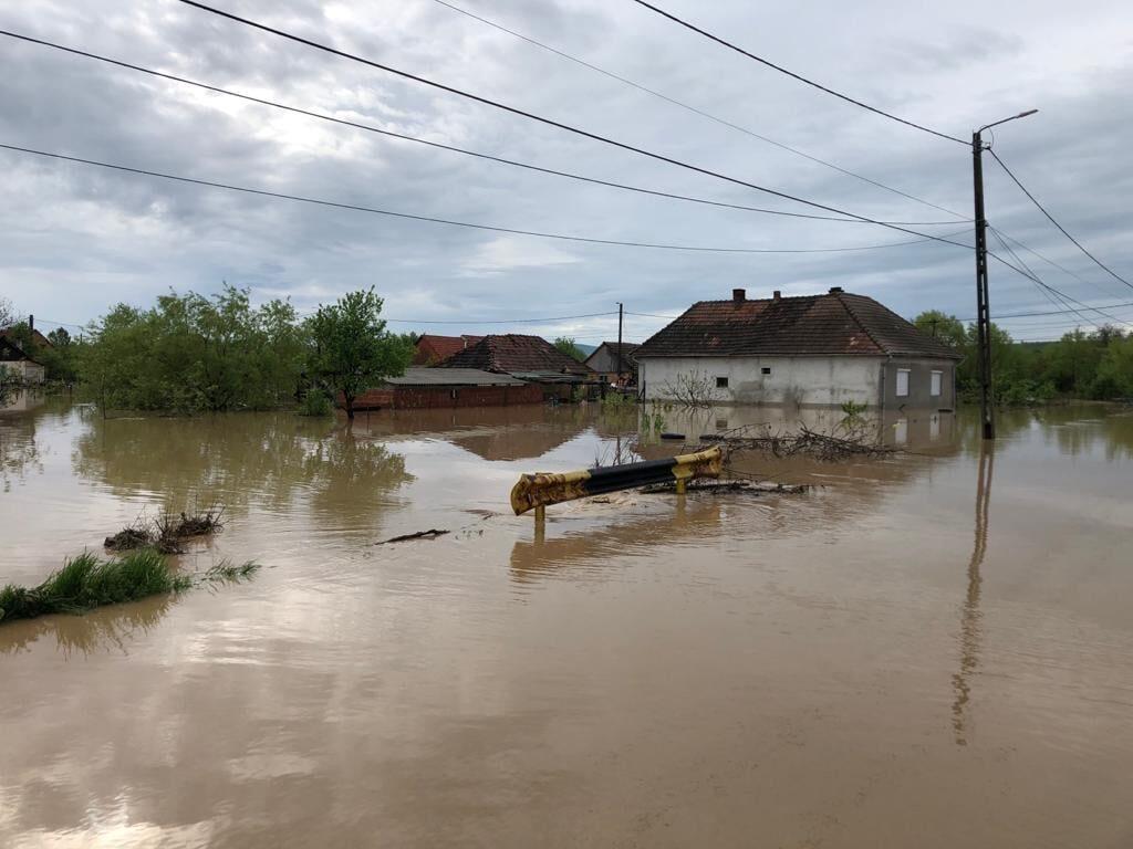 Поројни дождови и поплави и во Романија, има загинати