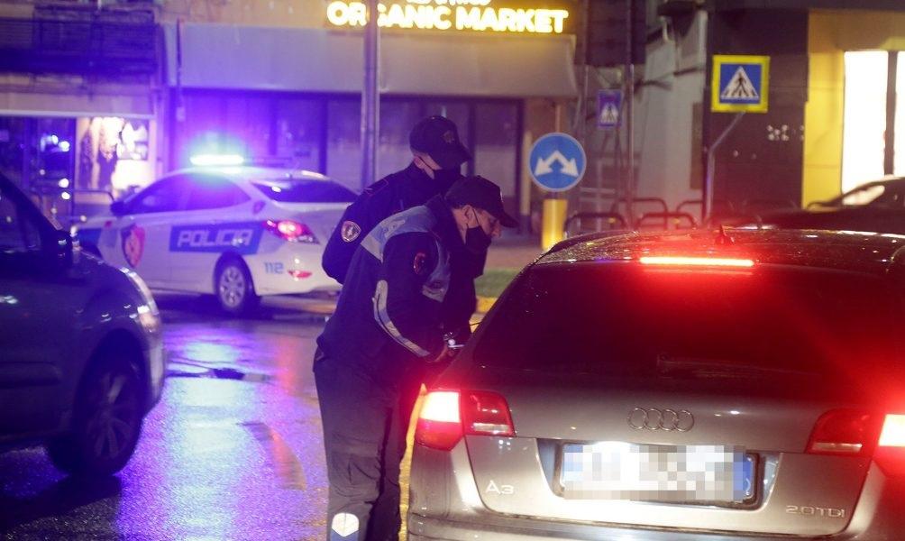Во албанскиот град Љушња приведени градоначалникот и општински раководители поради корупција