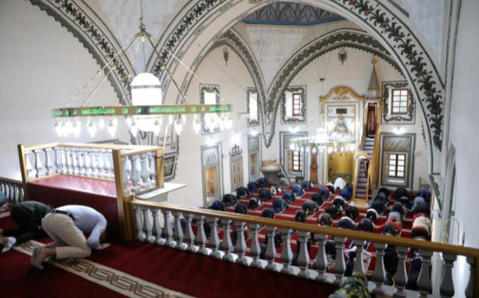 ДЕНЕСКА Е КУРБАН БАЈРАМ: На првиот ден од празникот молитва со која муслиманите бараат милост од Алах