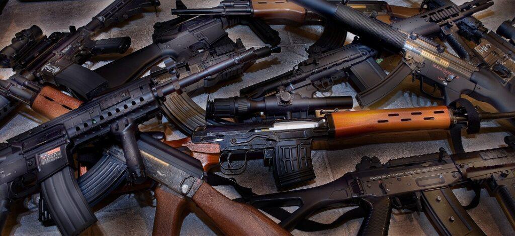 Албанската полиција заплени оружје и муниција, меѓу нив и лесен митралез
