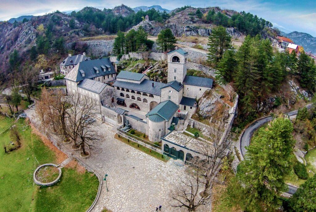 Општина Цетиње треба да одлучи за враќање на манастирот на Црногорската православна црква