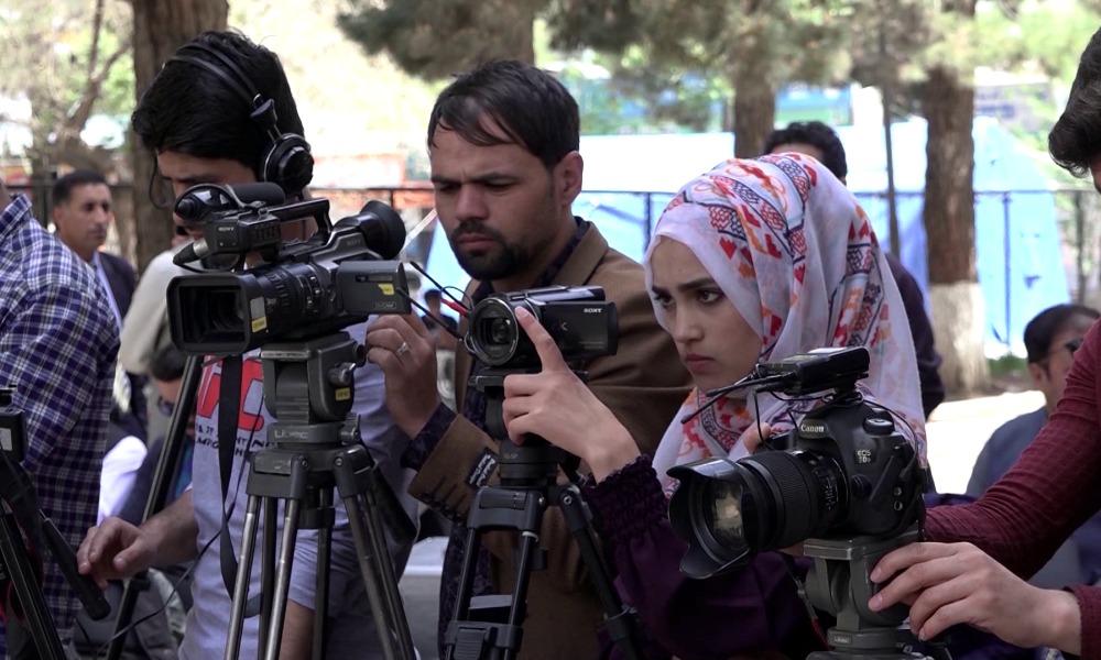 Авганистански новинари со апел за помош: Новинарството во Авганистан е во опасност од истребување