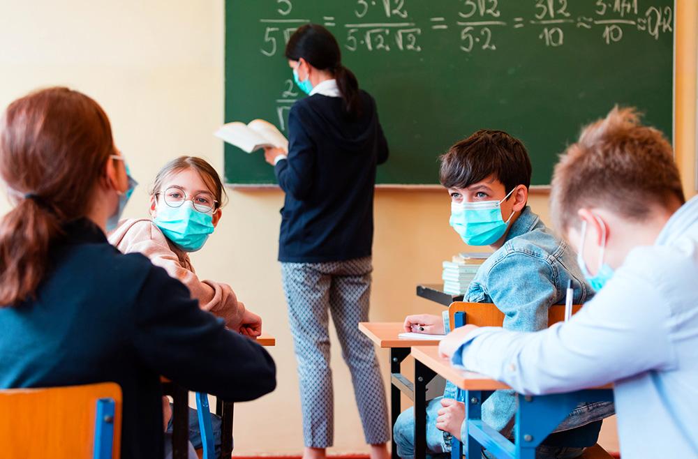 КОВИД СЕ ШИРИ НИЗ УЧИЛИШТАТА: Една четвртина од новозаразените во Грција се ученици