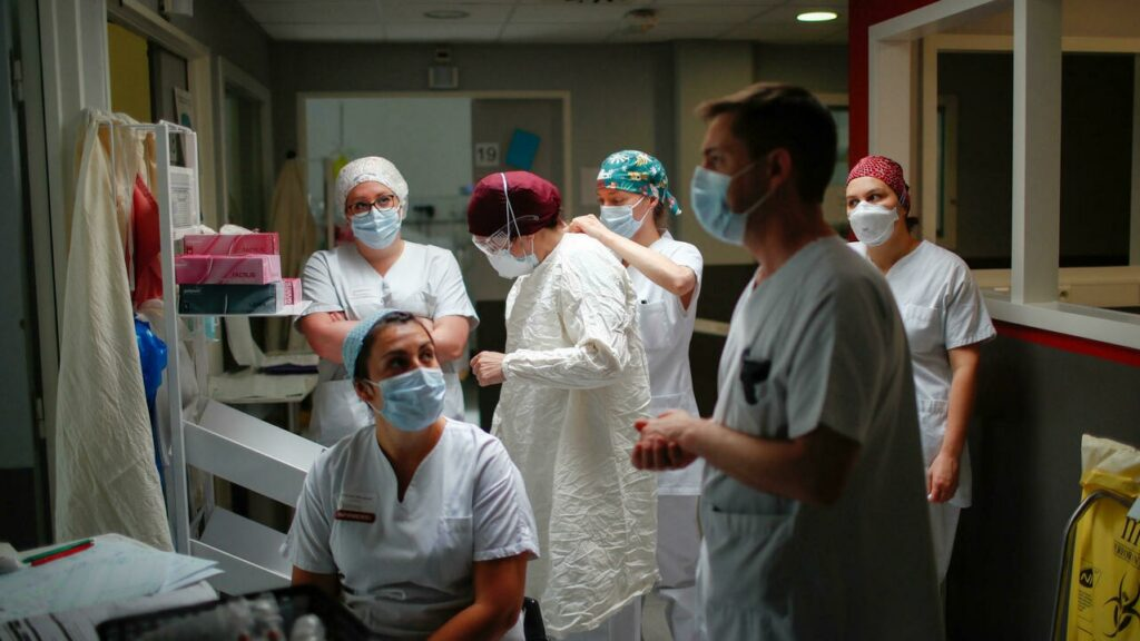 Задолжителна вакцинација за сите здравствени работници во Франција