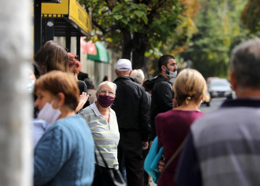 КОВИД-19: Активни 12.893 случаи, средношколците од Тетово и Гостивар ќе следат онлајн настава до 20 септември