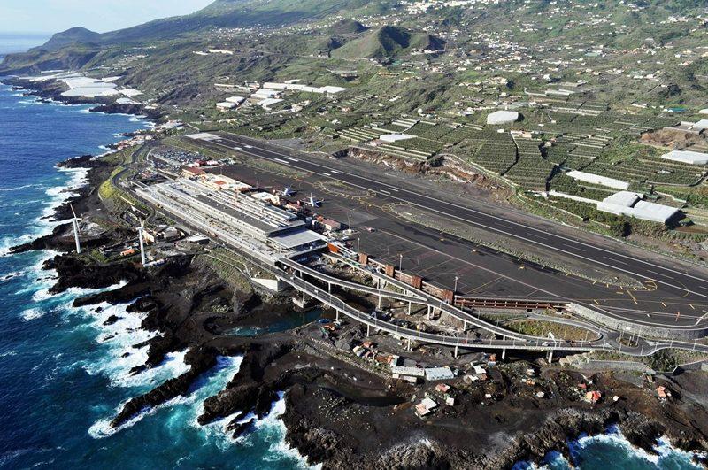 Ла Палма: Аеродромот на островот е затворен поради облаци од пепел