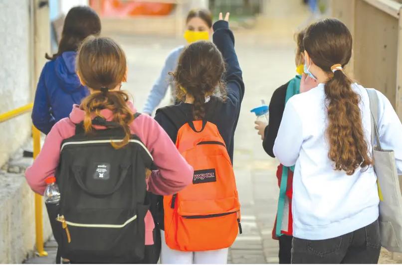 ГАРДИЈАН: 122 000 деца отсуствувале од настава, 59 000 потврдени со Ковид 19, другите како сомнителни!