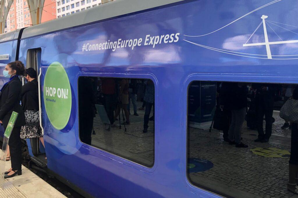 ЖЕЛЕЗНИЧКИ САМИТ: Вечерва од Белград во Скопје пристигнува возот Конектинг Јуроп Експрес