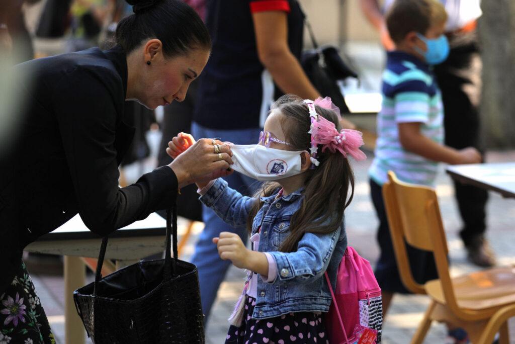 КОВИД СОСТОЈБА: Од денеска ќе се бараат дозволи од родители за тестирање на децата