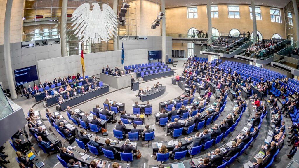 КАРАНИЦА ЗА СТОЛЧИЊА: Германските пратеници се расправаат за распоредот на седење